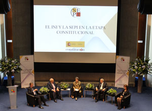 Messrs. Bayón, Solchaga, Aranzadi and Ms. Platero tackle the history of the state-owned company during the last 40 years
